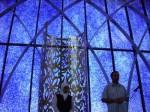 Moschee innen: Die Glaswand