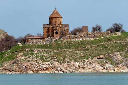 Kirche auf der Insel Akdamar im Vansee